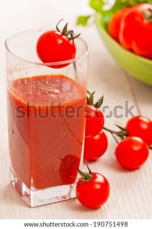 cherry tomato and fresh organic cherry tomato