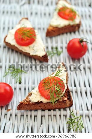 Cherry tomato bruschetta with seeds bread