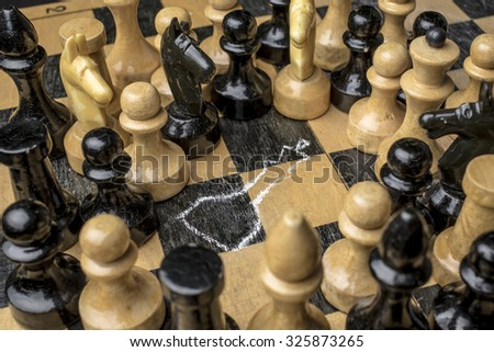 Chess King killed on the chessboard, the witnesses look at the circled using a chalk outline of a corpse