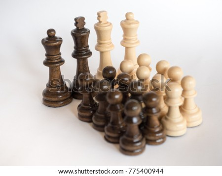 chessmen - figures depicting relations between people, social behavior / networks - group dynamics / leadership and follower #775400944