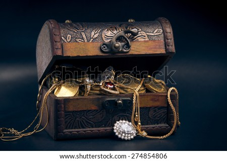 chest full of money, treasure chest with gold coins
