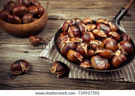 chestnuts in a pan on a wooden background Foto stock ©