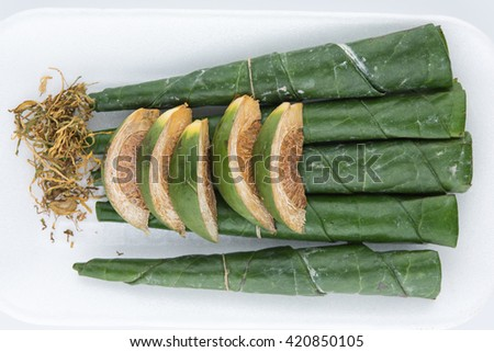Chewing betel nut and betel leaf #420850105