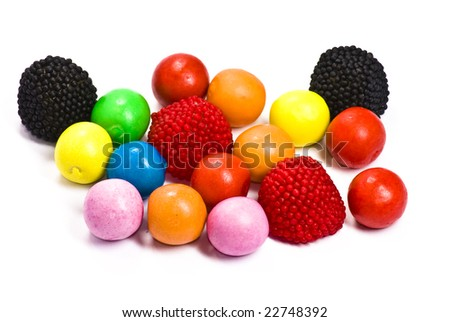 chewing gum balls and blackberries on white background