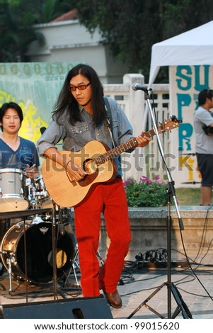 CHIANG MAI,THAILAND-APRIL 1:Unidentified musician perform at Chiang Mai town hall on the Chiang Mai Fest&Art on the street festival,On April 1, 2012 in Chiang Mai, Thailand.