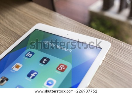 CHIANG MAI THAILAND OCTOBER 21 2014 All of popular social media icons on Apple ipad air tablet device screen
