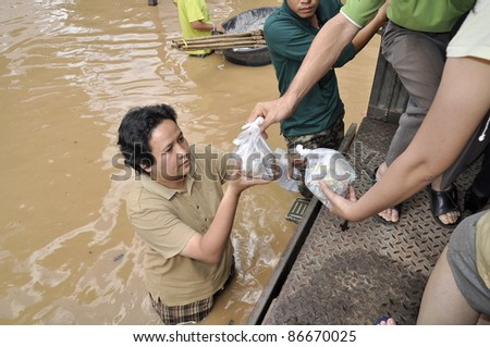 CHIANG MAI THAILAND - SEPTEMBER 29 : Flooding in Chiangmai city.The team of government assistance for flood victims in the village on September 29,2011 in Chiangmai, Thailand