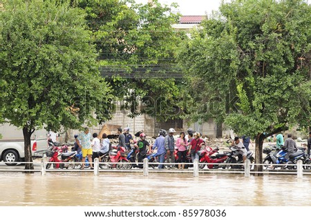 CHIANG MAI THAILAND - SEPTEMBER 28 : Flooding the Chiangmai city.Flood level of the traffic is going to be difficult on September 28,2011 in Chiangmai Thailand