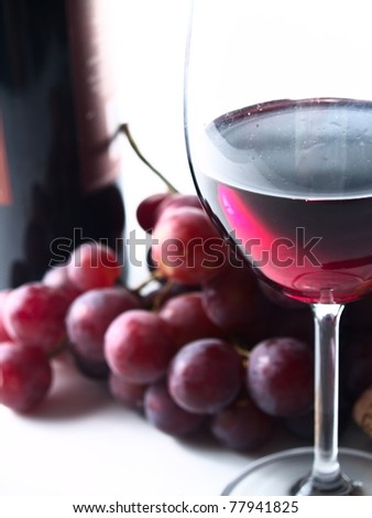 chianti reserve red wine, glass, grapes