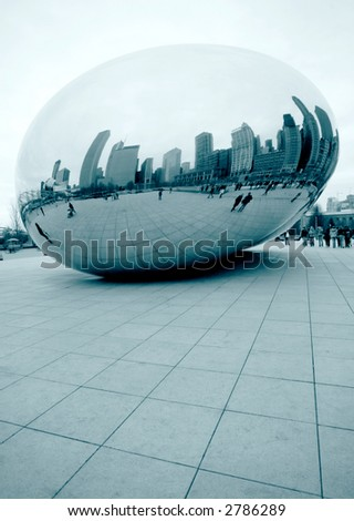 Chicago Bean in Millennium Park on a cloudy day