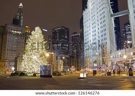 Chicago Christmas Tree on the Magnificent Mile - North Michigan Avenue