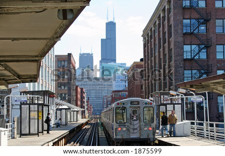 Chicago Elevated Train running into the Loop