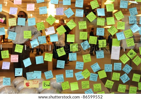 CHICAGO - OCTOBER 6: notes to Steve Jobs on the glass of Apple store, October 6, 2011 Chicago, IL, USA. Mr Jobs died on Oct 5, 2011.