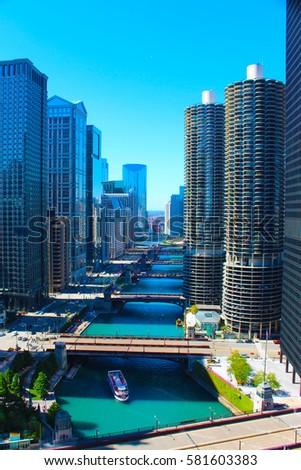 Chicago River #581603383