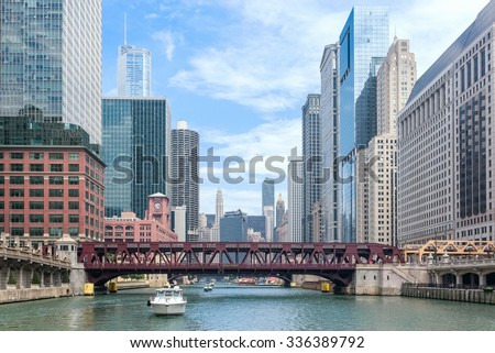 Chicago River in downtown Chicago #336389792
