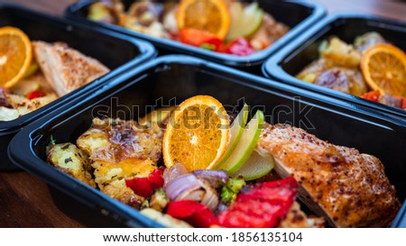 Chicken breast meal in to go container Photo stock ©