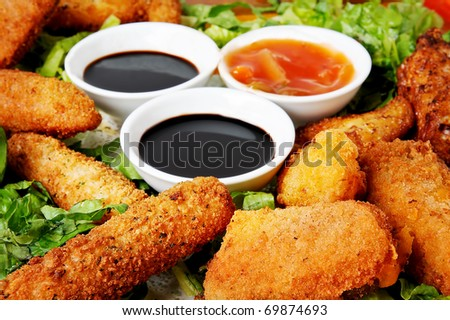 chicken nuggets with sauce and lettuce close up