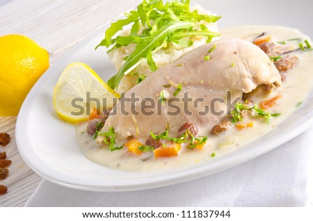 Chicken's breast fillet with Balsamico raisin sauce.