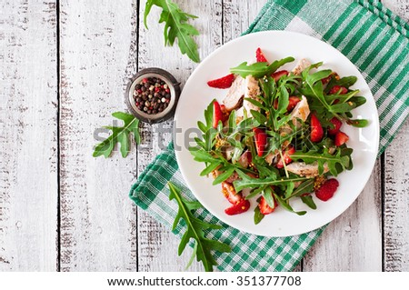 Chicken salad with arugula and strawberries. Top view