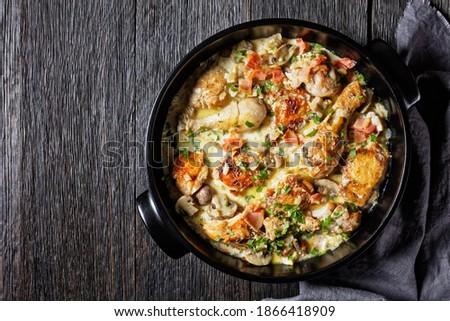 chicken thighs and drumsticks in white wine cream sauce with mustard and spices, White Wine Coq au Vin, chicken stew, horizontal view from above, flat lay, free space Stok fotoğraf ©