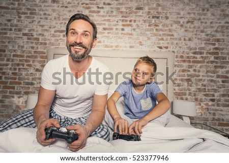 Child and parent enjoying competition #523377946
