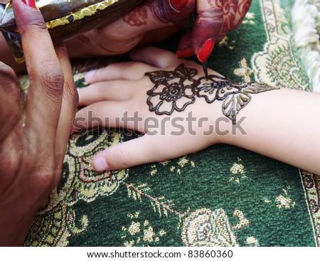 Tattoo catalog tattoo fee small star tattoos skull tattoo for Henna tattoo process