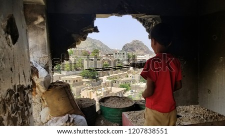 Child inspects their destroyed house due to the war in Yemen... Stock fotó ©