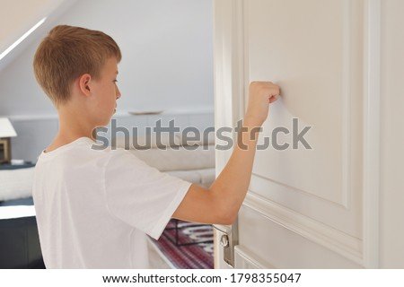 Child knocking on door before entering, home privacy conce Foto d'archivio ©