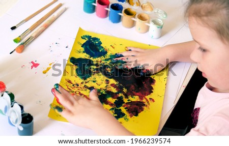 Child painting by finger hand . Ideas for drawing with finger paints. Children development . The concept of a happy childhood  Foto stock ©