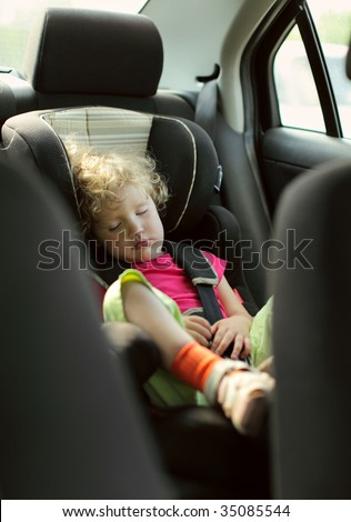 child sleeps in the car