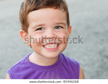 Child smiling and showing his teeth