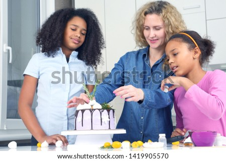 children help mom decorate the cake