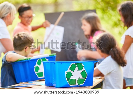 Children learn environmental protection and recycling in school during sustainability project in summer Stock foto ©