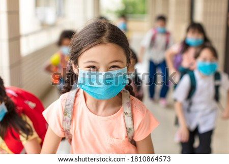 children wearing  face medical mask back to school after covid-19 quarantine Foto stock ©