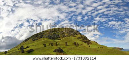 Chile. Easter Island, Isla de Pascua (Rapa Nui). Rano Raraku, Moai statue quarry. Zdjęcia stock ©