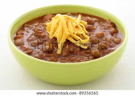 Chili beans made with kidney beans, lean ground beef, Chili powder, tomato paste and other delicious ingredients, this great chili recipe can be seasoned to taste to create a mildly flavored dish.