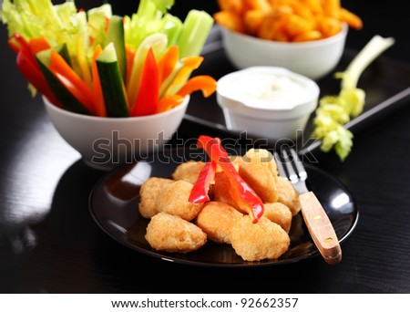 Chili cheese nuggets with raw vegetable and dip