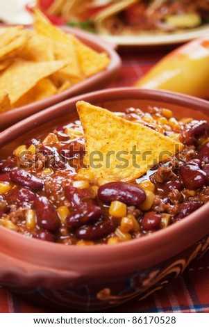 Chili con carne served with corn tacos