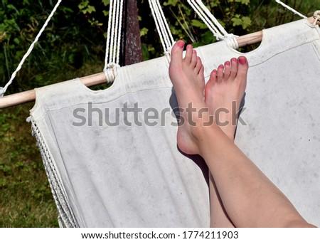 Chillen in der Hängematte im Sommer Stockfoto ©