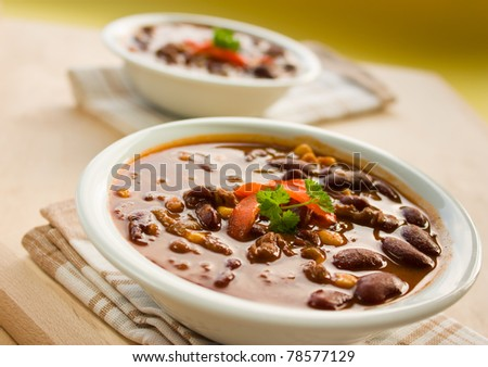 Chilli con carne with red pepper and parsley