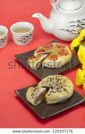 Chinese cake with sesame topping and yolk inside