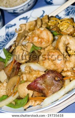 chinese food ten ingredient pan fried noodles shrimp pork chicken crab lobster vegetables at chinese restaurant