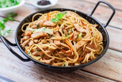 chinese style chicken fried noodles with veggies
