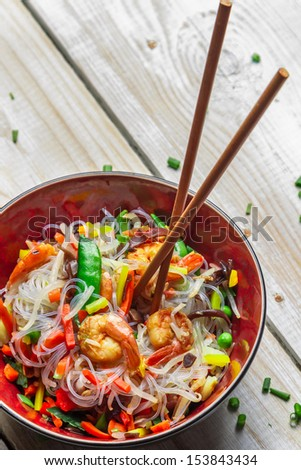Chinese vegetables with pasta and shrimp