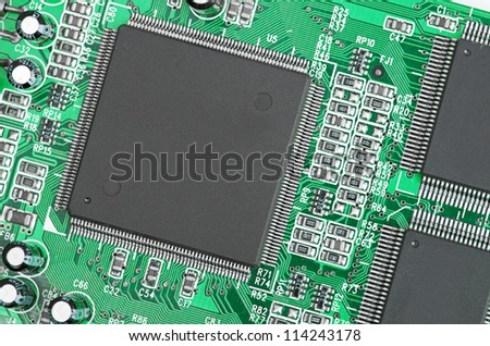 chip on green plate