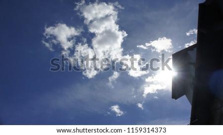chmura błękit słońce  Zdjęcia stock ©