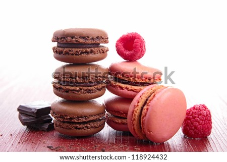 chocolate and raspberry macaroons