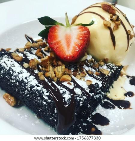 Chocolate Brownie with Vanilla Ice-cream  Imagine de stoc ©