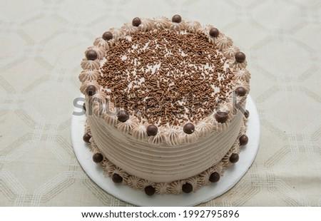 Chocolate cake, Brigadeiro cake, Cake, Cakes, Food, Cakes, Brazil. Chocolate cake with chocolate sprinkles.