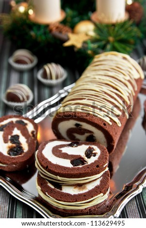 Chocolate cake-roll with sour cherries and cream